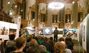 Volle A-kerk tijdens de fotoquiz