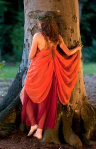danseres bij boom