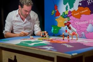 Scenefoto 1 -Rumke en De Man Door Europa- fotograaf Phile Deprez
